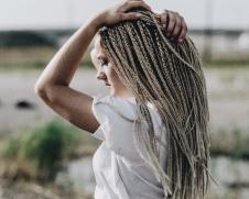 Частое мытьё провоцирует выпадение и сухость волос